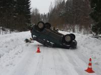 В Любытинском районе погиб пассажир авто, водитель которого не справился с управлением