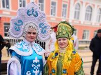 В Старой Руссе на Масленицу было всё: и дождь, и солнце, и Зима, и Весна!