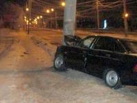 В Валдайском районе водителя разбудил столб, встретившийся ему на пути