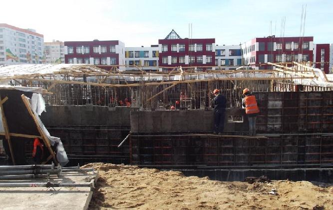 Андрей Никитин поздравил работников строительной отрасли