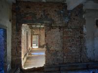 Фото эстетики распада: может ли новгородская баня-заброшка на Великой стать туробъектом?
