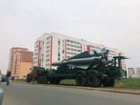 Фотофакт: в Великом Новгороде жители спального района удивились боевой технике
