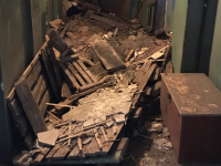 Мэрия Великого Новгорода ищет пристанище для жильцов дома с рухнувшим потолком
