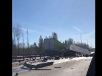 На новгородском участке М-11 произошла серьёзная авария с двумя фурами