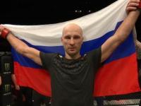 Новгородец провёл удушающий приём и победил бразильца на турнире UFC