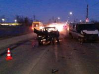 В Новгородском районе в лоб столкнулись инкассаторский автомобиль и легковушка