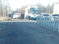 В Великом Новгороде инспекторы ГИБДД выясняют обстоятельства ДТП с автобусом
