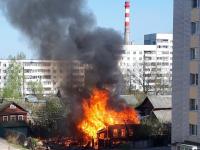 В Великом Новгороде сгорел заброшенный дом