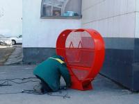 В Великом Новгороде установили ещё один контейнер для крышечек. Районы тоже хотят такие сердечки