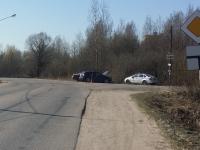 В Великом Новгороде водитель «Дэу Нексии» врезался в «Мазду CX7»