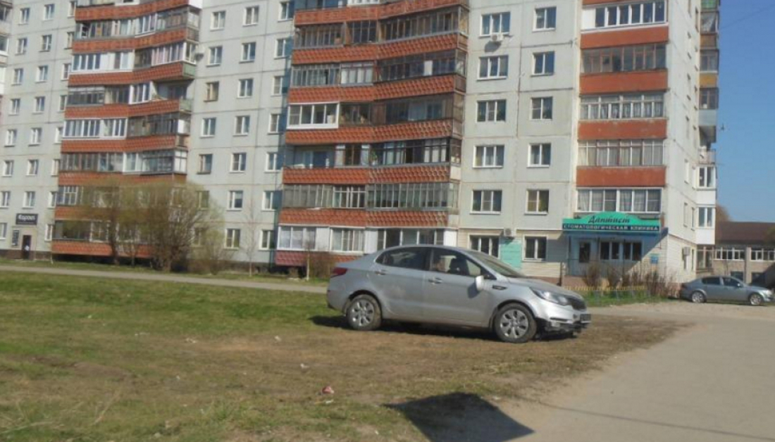 Готовы ли новгородцы платить за парковку на газонах?