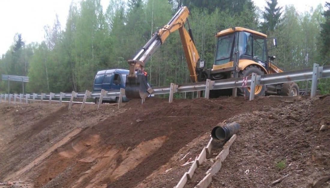 Работы по восстановлению размытых участков дорог Новгородской области идут полным ходом