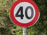 Андрей Никитин рекомендовал в населенных пунктах, где это возможно, ограничиться 40 км/ч
