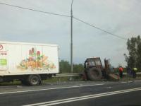Фура «Новгородского бекона» врезалась в трактор: пострадали оба водителя
