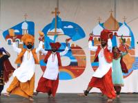 Индусы решились выступать босиком на холодной новгородской сцене фестиваля «Садко»