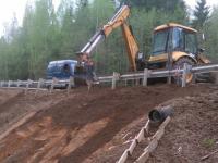 На участке дороги Вычерема-Любытино восстановили движение после обвала грунта