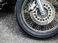 Ночью в Великом Новгороде по вине 18-летнего автолюбителя пострадал мотоциклист