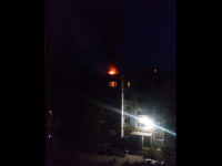 Очевидцы: пожар в квартире в Старой Руссе начался из-за прилетевшей с улицы петарды