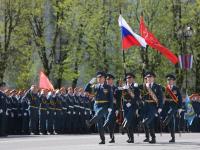 По главной площади Великого Новгорода торжественно прошли военные и стражи порядка (фоторепортаж)