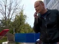Съемочную группу НТ у здания бани на Великой встретил разъярённый незнакомец