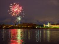 Праздничный салют в Великом Новгороде 9 мая. Фоторепортаж