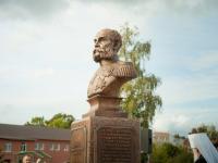 «Тщанием и иждивением»: на новгородском памятнике адмиралу Путятину увековечат имена наших современников