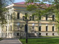 Сколько артефактов в Новгородском музее-заповеднике приходится на каждого посетителя?