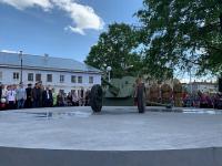 В новгородском поселке по инициативе школьника открыли сквер с «сорокопяткой»