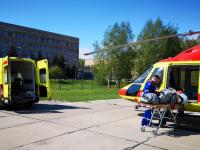 В Великий Новгород на вертолете санавиации доставили двух юных пациентов из районов