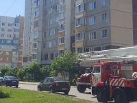 В Великом Новгороде дети придумали опасную игру в окне девятого этажа: мама была дома