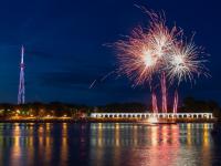 Фото: фейерверк и огненное флайбордшоу в честь юбилея Великого Новгорода