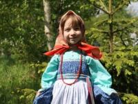 Фотография девочки в старинном наряде помогла новгородке выиграть экшн-камеру