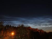 На ночном небе июня - время серебристых облаков