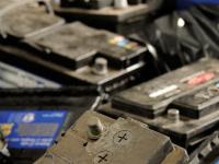 Новгородского бизнесмена по-крупному оштрафовали за работу с аккумуляторами без лицензии