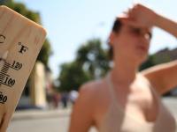 Петербуржцам разрешили в жару ходить в нижнем белье по улицам города