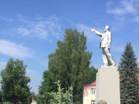 Теперь мы знаем, где стоит самый сияющий памятник Ленину в Новгородской области