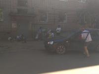 В Боровичах пьяный водитель сбил женщину с коляской во дворе