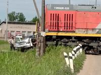 В Новгородской области поезд наехал на автомобиль