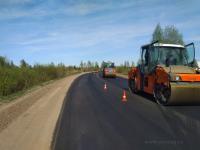 В рамках нацпроекта «Безопасные и качественные автомобильные дороги» уложен асфальт на первой новгородской трассе