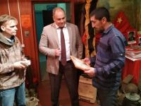 В Валдае передали солдатский медальон погибшего бойца представителю Дагестана