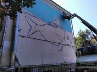В Великом Новгороде на фасаде здания появились контуры гигантской рыбы