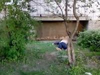 В Великом Новгороде под балконом на улице Московской обнаружен труп мужчины