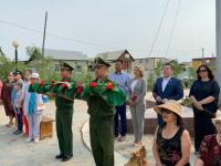 Вероника Минина возложила цветы к мемориалу «Журавли над Ильменем» в Якутске