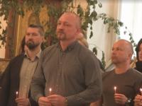 Подозреваемый в убийстве жены российского хоккеиста присутствовал на её похоронах