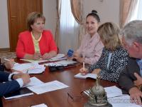 Елена Писарева предложила использовать материнский капитал для образования родителей