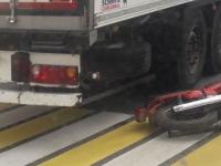 Мотоциклист сломал ногу в ДТП на трассе М-10 в Новгородской области