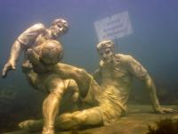 На российском курорте установили памятник Александру Кокорину и Павлу Мамаеву