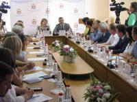 Елена Писарева и Илья Маленко организовали площадку для обсуждения мер помощи малому бизнесу
