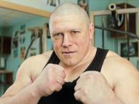 Российский боец ударил топором своего напарника во время тренировки