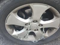 «Дорогой друг!»: в Великом Новгороде мошенники оставили записки владельцам машин с цепями на колесах